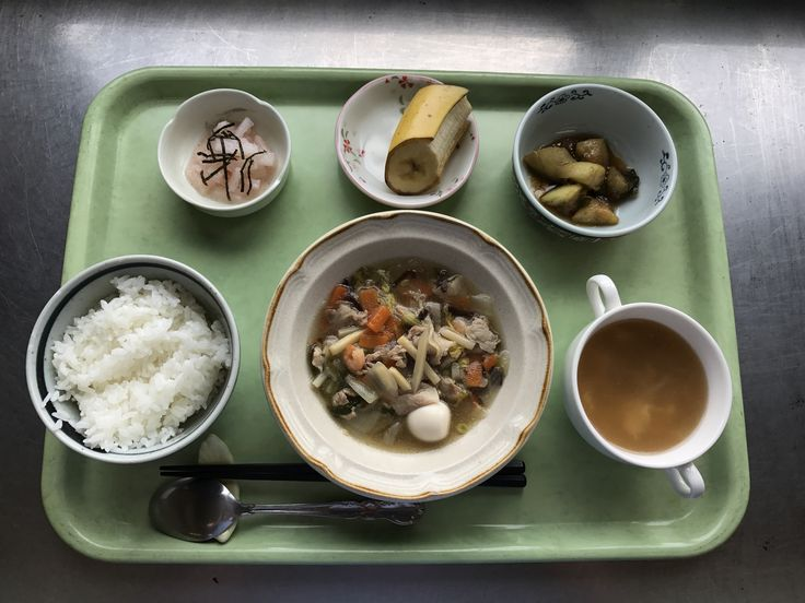 4月21日。八宝菜、揚げ茄子の香味煮、山芋の梅和え、椎茸と玉子の中華スープ、バナナでした!八宝菜が特に美味しかったです!599カロリーです
