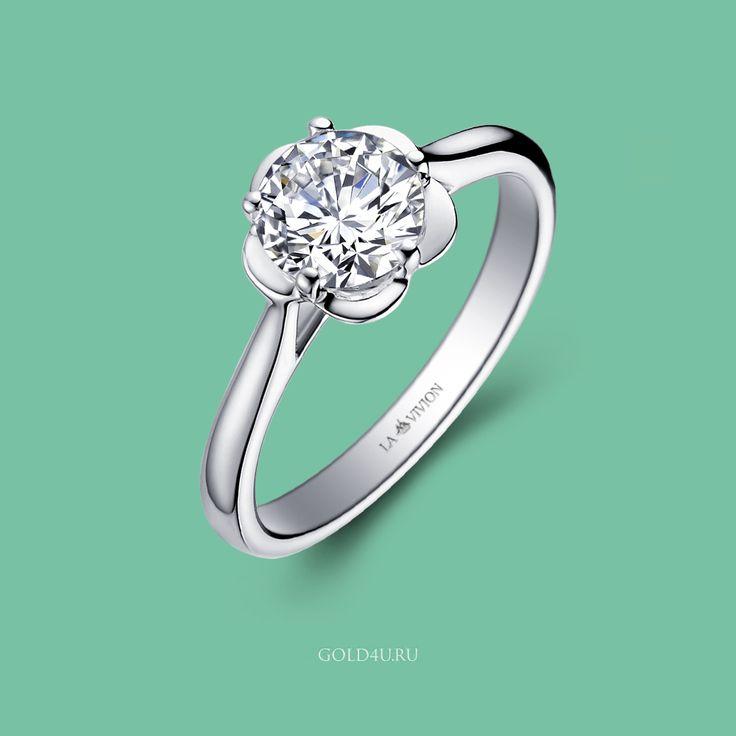 """В первый день весны подарите цветы! Возможно кто-то захочет подарить такой :)  Кольцо с бриллиантом """"Blue River Flower"""" из коллекции LA VIVION.   Бриллиант 0.50 карата, F/VS1 (3/5), белое золото 585 пробы. Цена 207 000 рублей, в наличии в #GOLD4U  #Кольцо #КольцоСБриллиантом #стиль #ПодарокЛюбимой #8марта #DiamondRing #Solitaire"""