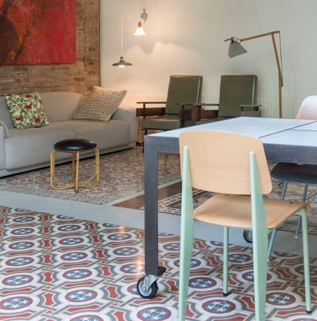 Hoy nos colamos en una casa #Houzz reformada en #Barcelona. Reformada pero guardando la esencia del edificio original (1920) el resultado es espectacular. Te dejamos el enlace en los stories de hoy (http://ift.tt/1O4eE42). #reforma #hogar #vintage #diseño #decoración #interiorismo