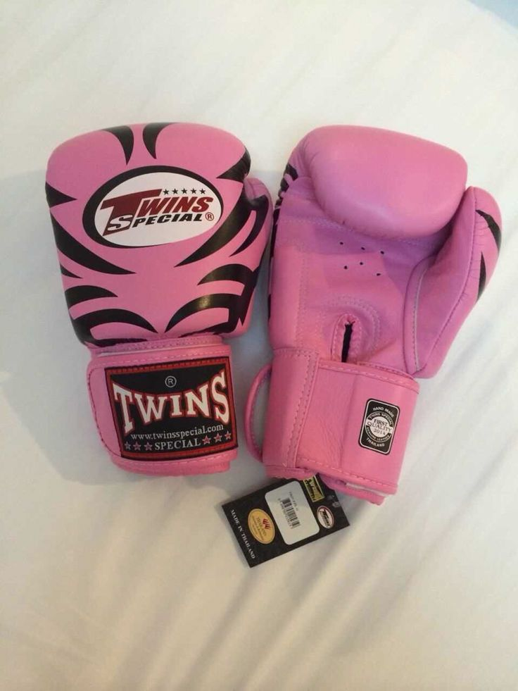 TWINS Tattoo Pink Twins Special Premium Leather  Made in Thailand  Size & Price: -   8oz: IDR 800,000.00 - 10oz: IDR 850,000.00 - 12oz: IDR 900,000.00 - 14oz: IDR 950,000.00  Contact: BOXAH Email: info@boxah.com Web: www.boxah.com Instagram: Boxahid Whatsapp: +6281295058111 BBM: 2B0D591A