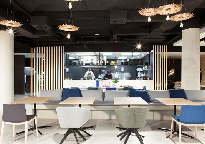 Ma Khin cafe   In de serie de vijf tips van... Vijf eetgelegenheden in #Valencia om je vingers bij af te likken.