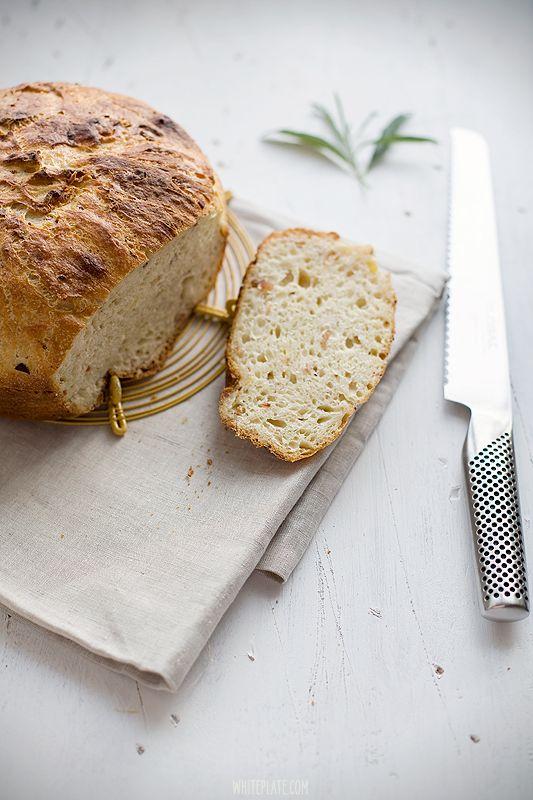 White Plate: Chleb ziemniaczany z chrupiącym boczkiem