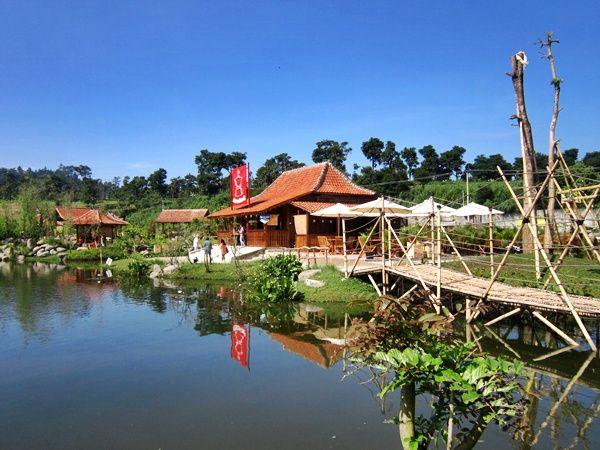 Rumah Joglo di Floating Market