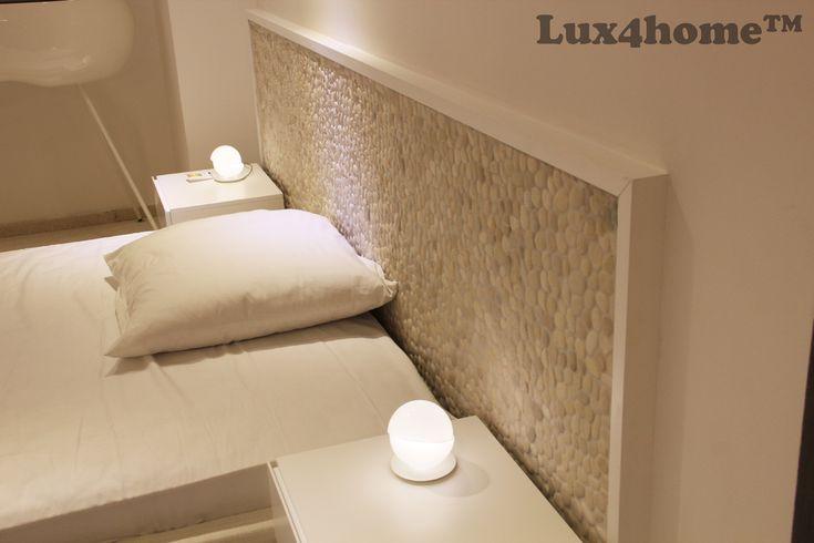 Do tej pory ich miejscem były #łazienki #ściany lub #podłogi. Dzisiaj na nasze #otoczaki znaleźliśmy kolejne zastosowanie... #sypialnie i #łóżka z #mozaikizotoczaków. Tego jeszcze nie było... Tutaj użyte zostały #Białeotoczaki White Timor 30x30 z kolekcji #Lux4home™.  Otoczaki White Timor 30x30 produkuje Lux4home™