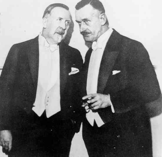 Thomas Mann (rechts) und Heinrich Mann (links), Brüder und deutscher Schriftsteller, nach Amerika zu Beginn des Zweiten Weltkriegs emigrierte TalesFromHollywood