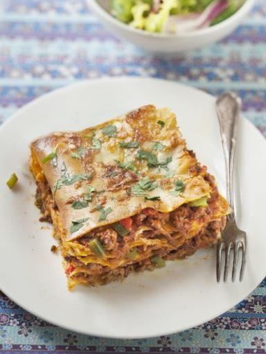 Lasagnes aux poivrons : Recette de Lasagnes aux poivrons - avec du boeuf, du poivron jaune, rouge et vert, de la sauce tomate, des feuilles de lasagnes, du fromage