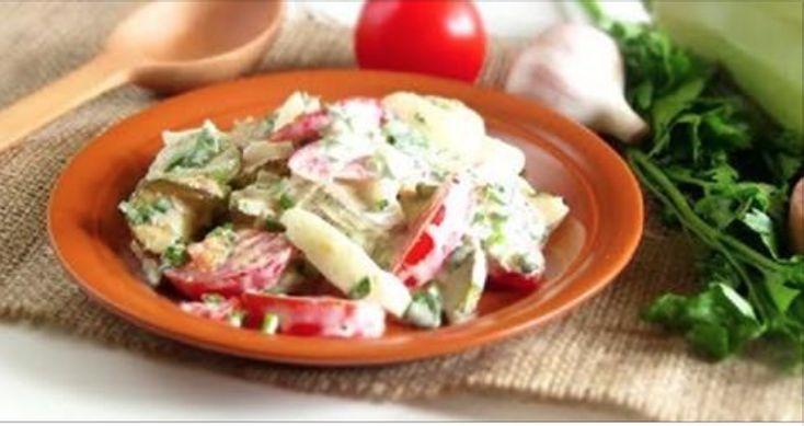 Свежесть и неповторимый аромат салата со сметаной — настоящее наслаждение вкусом