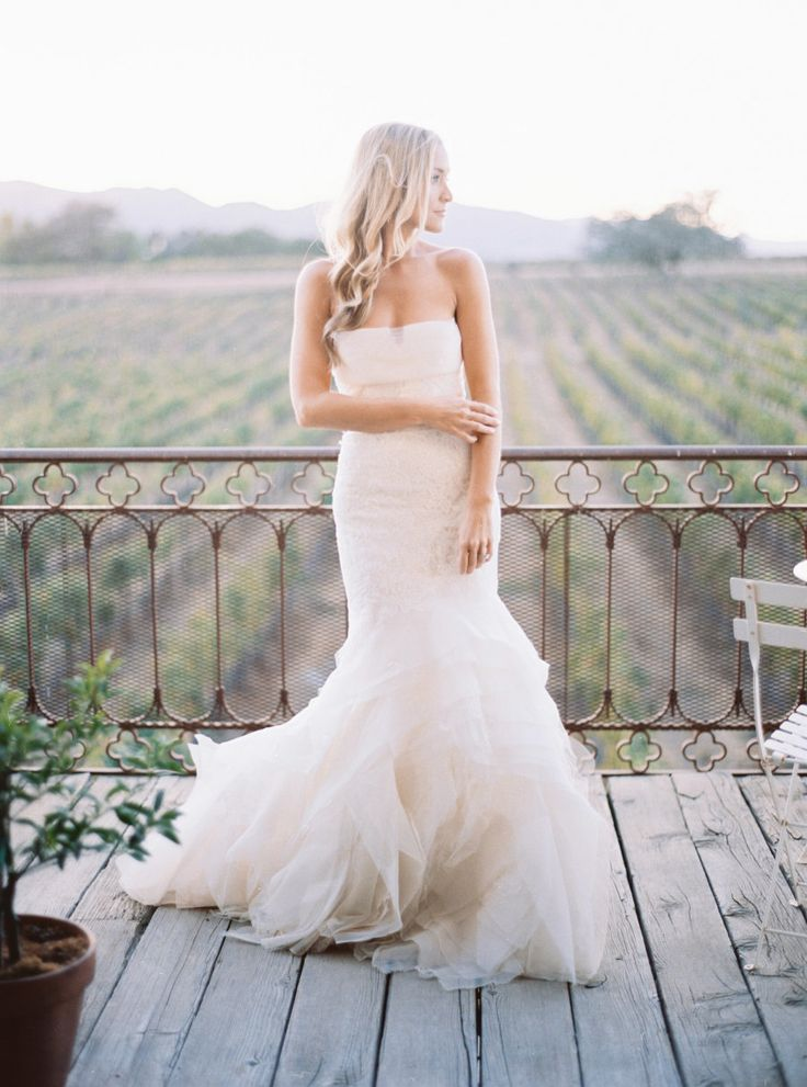 Best 25 structured wedding dresses ideas on pinterest for Vera wang tea length wedding dress