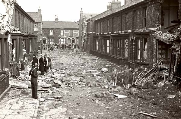 Liverpool Blitz: 12 noon - Evacuated and abandoned houses were easy pickings for looters