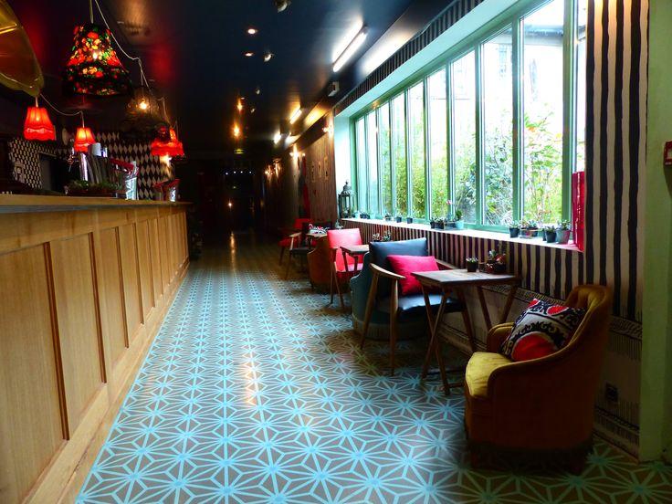 Roof top LE BAR À BULLES | La Machine du Moulin Rouge 90 Bd de Clichy 75018  Ouverture du mercredi au samedi de midi à minuit et le dimanche de midi à 22h. Le service du déjeuner a lieu de 12h à 15h, le dîner façon tapas de 18h à 22h30 et les brunchs les week-ends de midi à 16h, sur réservation via Digitick.