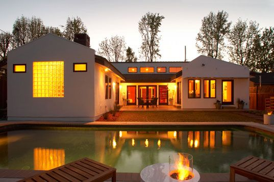 """""""A Casa Zenergy é uma remodelação de 1950, que proporciona alta na sustentabilidade e baixo no uso da energia."""""""