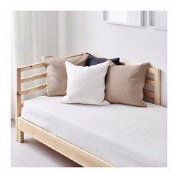 IKEA - TARVA, Struttura letto divano, , Due funzioni: chaise-longue di giorno e letto di notte.Lo schienale si può montare sul lato destro o sinistro del letto divano.Il legno di pino grezzo è un materiale sostenibile che, con le sue variazioni naturali, rende unico ogni mobile. Puoi trattarlo con olio, mordente o vernice per renderne la superficie più resistente e per personalizzare il tuo mobile.