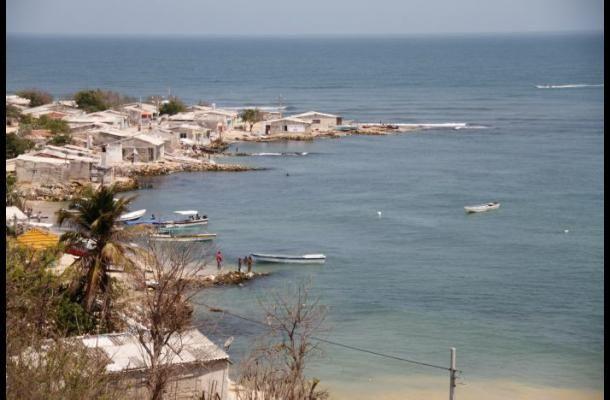 Tierrabomba ha sufrido la devastación de las olas que amenazan con desaparecer la isla.