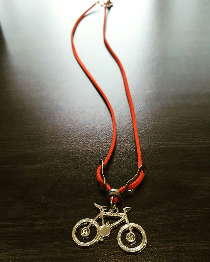 Another bicycle art project with parts from an old bicycle chain