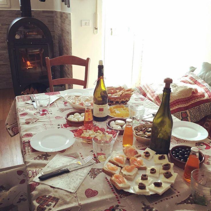 Una stufa accesa e una tavola imbandita: in fondo Natale è questo