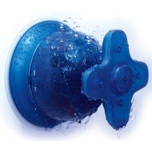 Date un baño de buena música mientras te duchas escuchando tu emisora favorita. Gira la manilla del grifo y en lugar de aumentar el agua, sube el volumen con esta original radio para la ducha, por supuesto totalmente a prueba de salpicaduras.