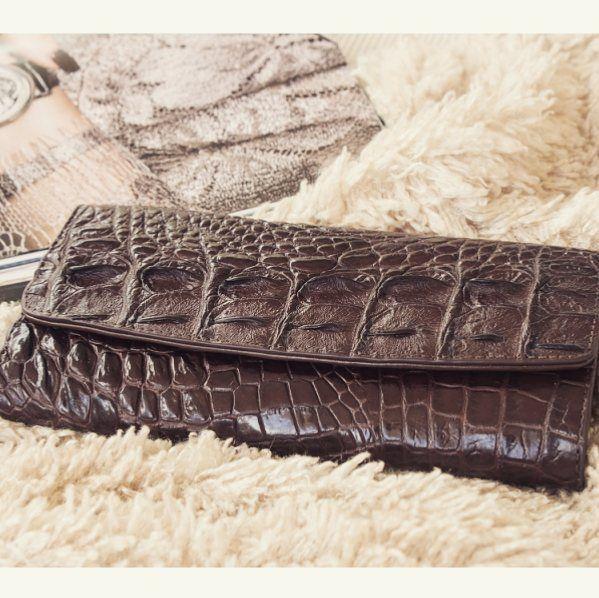 https://pgsale.ru/products/1566-koshelek-zhenskij-kozhanyj-iz-krokodila-v-spb/  Кошелек из натуральной крокодиловой кожи. Crocodile leather purse.