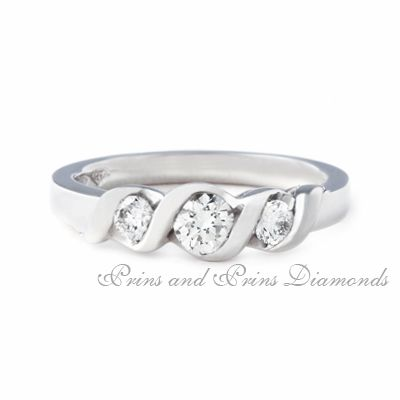 Trilogy ring with 3 = 0.260ct GH/VS – SI round brilliant cut diamonds set in 18k white gold