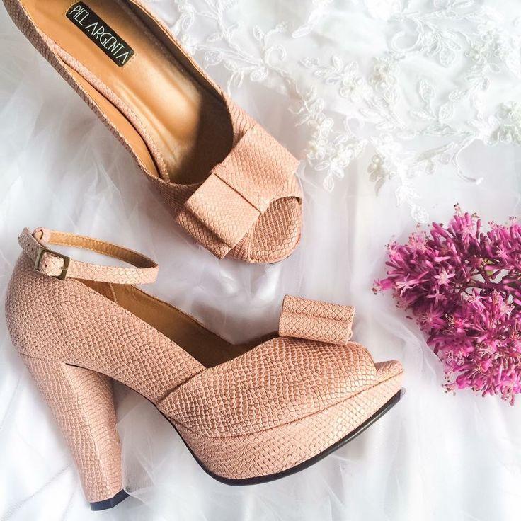 Wedding shoes - Zapatos para novia Piel Argenta, en cuero rosa cuarzo. Porque nos encanta hacer parte de estos maravillosos momentos!  #pielargenta #zapatosdenovia #novias #tacones #hechoencolombia #thebestdayofmylife #fashionlovers