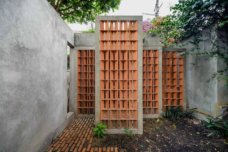 Image 1 of 26 from gallery of S E L House / CampoTaller. Photograph by Moritz Bernoully