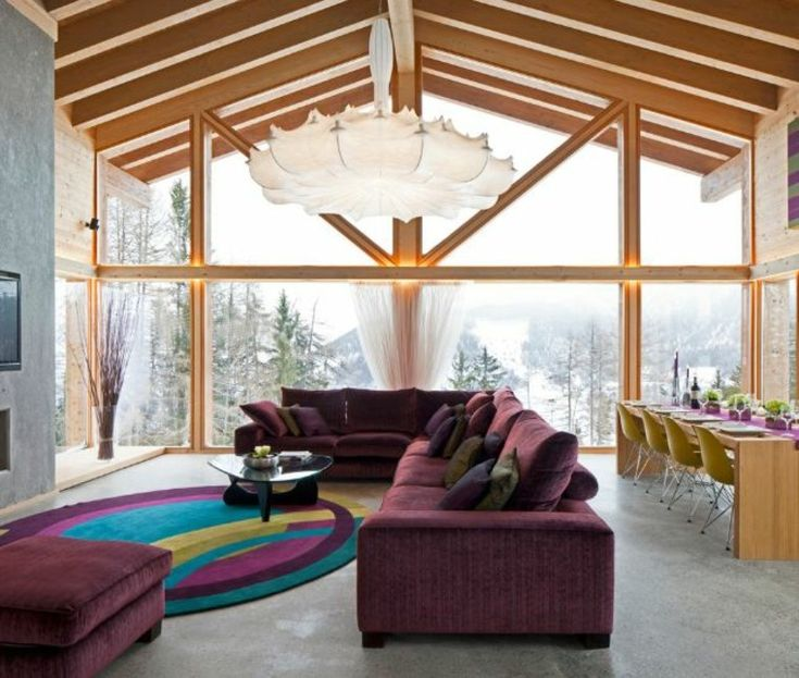 salón colorido muy luminoso con techo abovedado