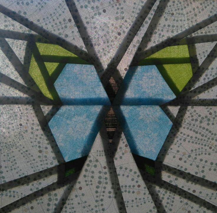 Perhonen B, paper piecing tekniikalla, koko n. 25 x 25 cm, kuvattu ikkunaa vasten. Toukokuu 2017.