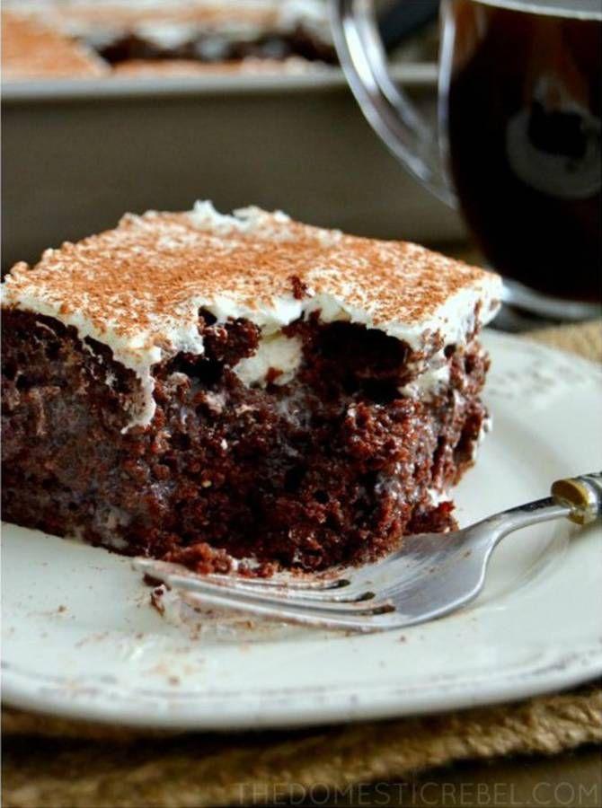 Poke cake tiramisu