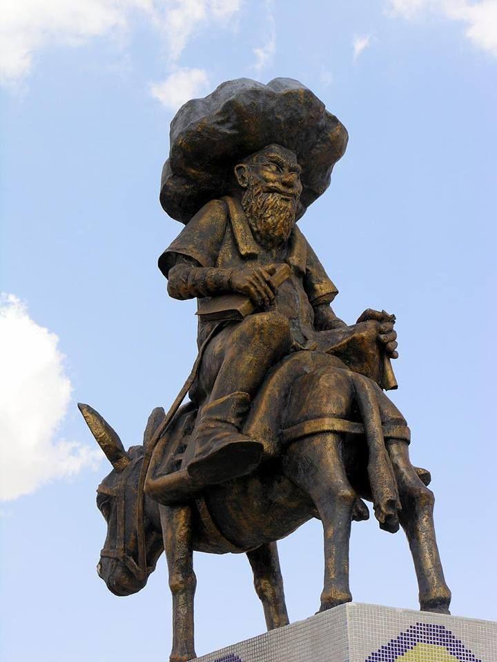 Nasreddin Hoca (d. 1208 - ö. 1284) Orta Çağ döneminde Akşehir ve Konya'da, Selçuklu veya Osmanlı Devleti döneminde var olduğuna inanılan güldürücü. Nasreddin Hoca, gülünç öyküleri ve gülütleriyle (fıkralarıyla) anımsanan, düşünür olan bir bilgeydi. Kendisi çoğunlukla anıkyanıtlığı (hazırcevaplığı) ile tanınır