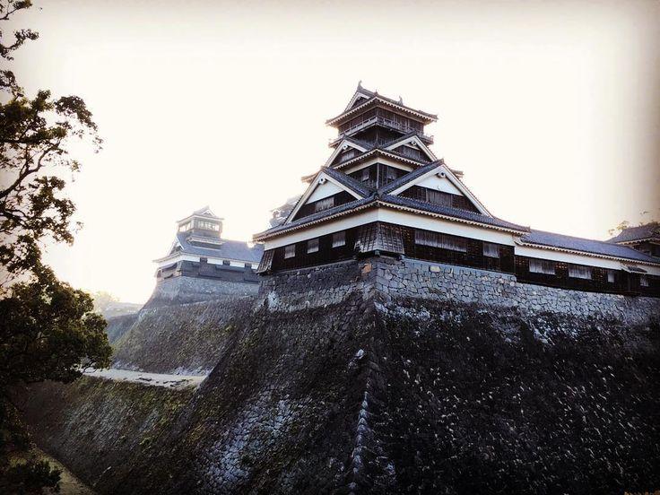 Castelo de Kumamoto dei azar de encontrar ele fechado final de ano e muitos lugares fechado o jeito é fotografar paisagens  #kumamoto #kumamotocastle #熊本 by julliii1