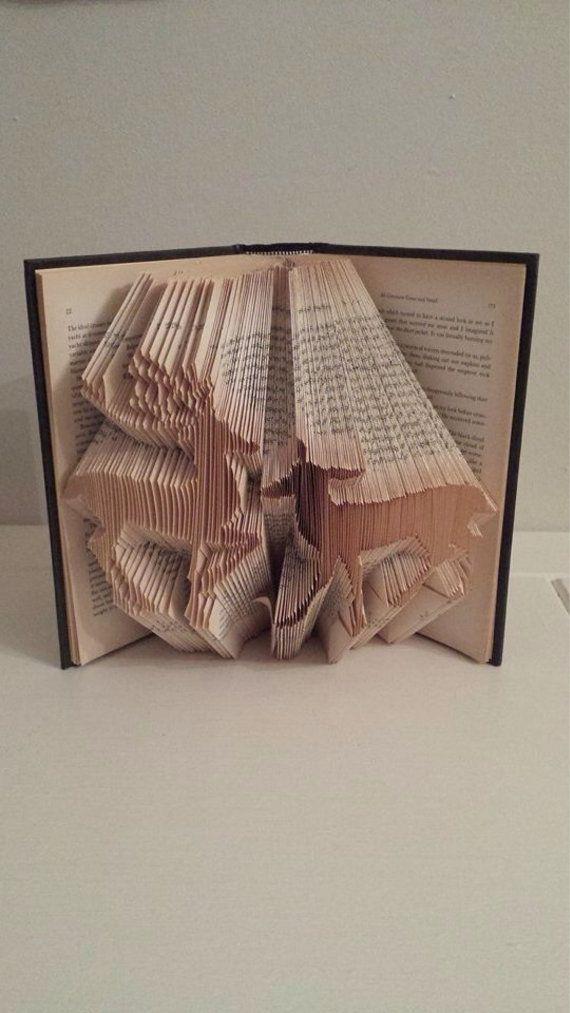 Dieses Muster kann den Ordner zum Erstellen des Musters in einem Buch abgebildet.   Es ist nicht so kompliziert wie es aussieht! Das Ergebnis ist sehr lohnend und bildet ein großes Geschenk für Freunde und Familie, können Sie sogar Ihr abgeschlossene Buch verkaufen!  Für dieses Muster benötigen Sie ein Hardcover-Buch mit 21 cm + hoch 377 Falten (754 Seiten) Das Muster wird auch markiert, sodass Wenn Sie teilen möchten die Hirsche, die mehr als 2 Sie Bücher können.  Wenn Sie irgendwelche…