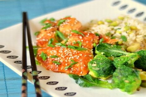Kurczak Hoisin i Sriracha bardzo smaczna i aromatyczna potrawa kuchni tajskiej