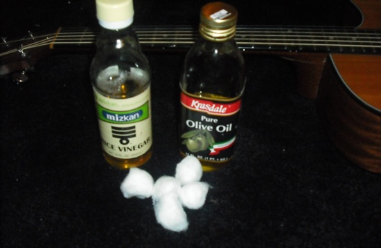 Natural guitar fretboard cleaner and polish