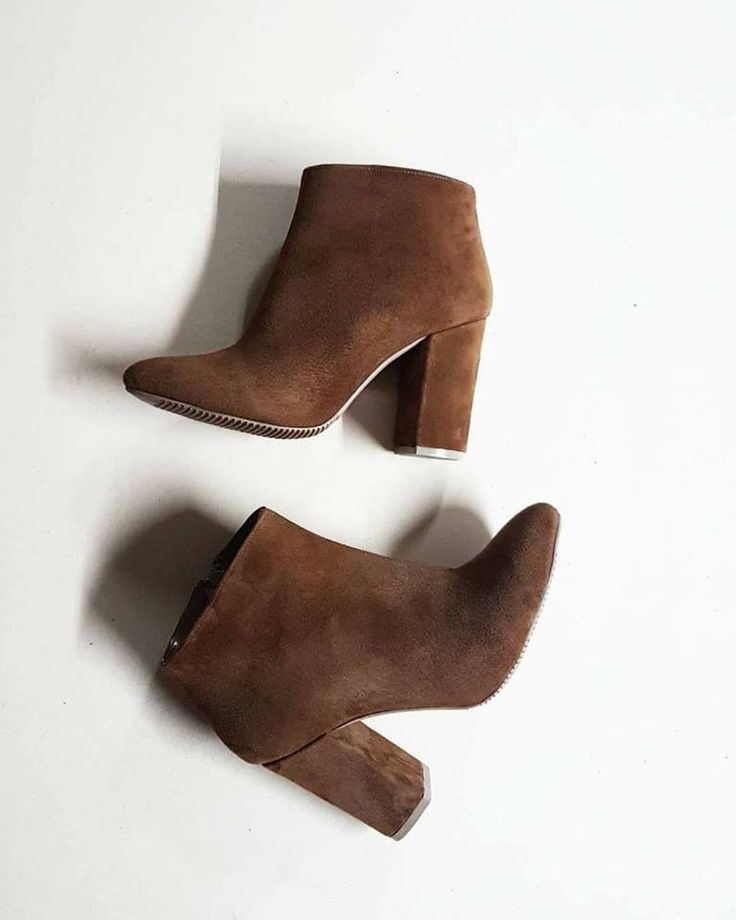 Essenza brown suede ankle boots