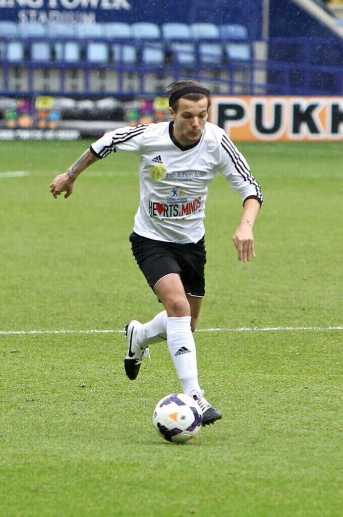 Louis at Niall's charity match 26.05.2014 #5