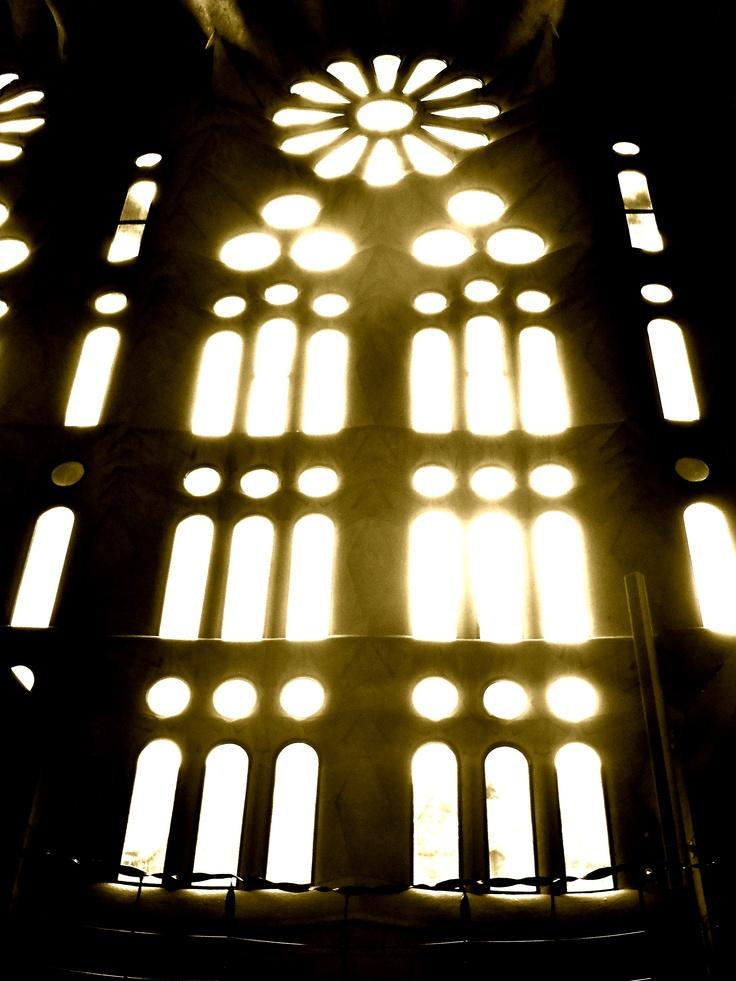 Sagrada Familia: Architectura, Barcelona, Positive Negative Shadows, Holy Family