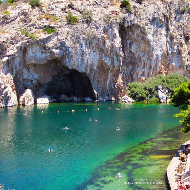 That water though 😍 If it weren't for the driver I hired for a day in Athens, I'd never have known this this lake existed just outside the city! 💚 Engaging with locals is key to helping you get the most out of any trip. Not only is their knowledge invaluable, you're also doing them and their city favour by supporting local jobs and businesses. Where has supporting local paid off for you? 🌏 #traveltheworld #theinvisibletouristway ~