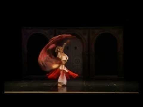 Los Abanicos en la Danza Oriental