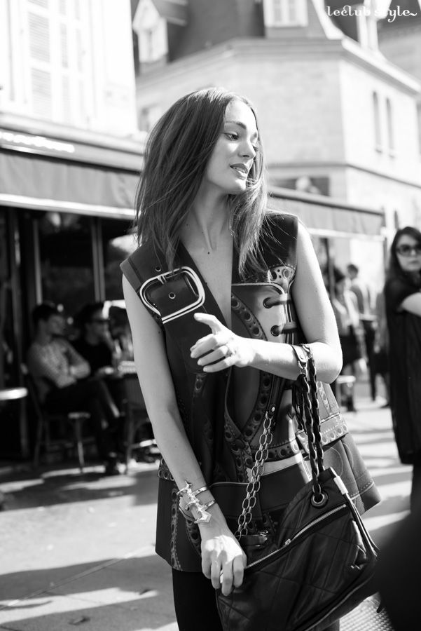 Street Style portraits by Ángel Robles. Fashion Photography from Paris Fashion Week.  Black & White portrait after Dior show, Paris.