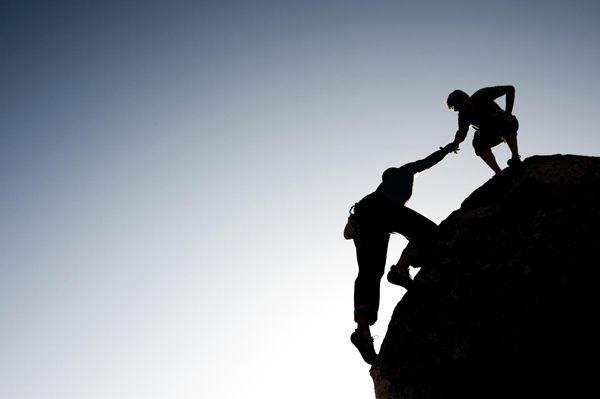 Ayudar a subir a otros
