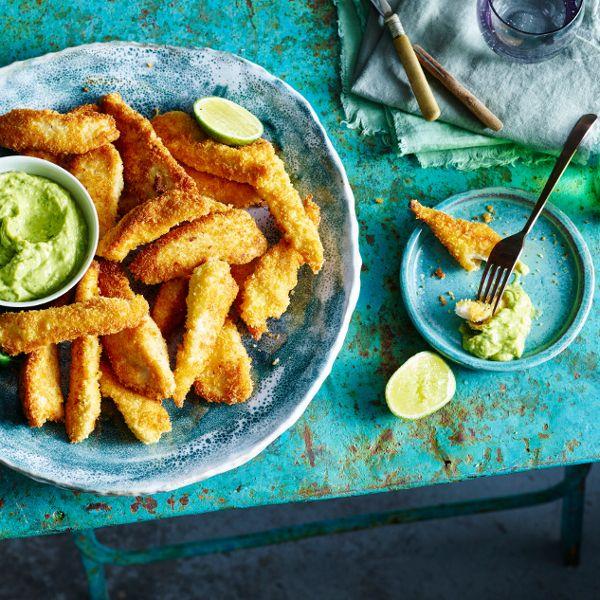 Probiert unser Putenschnitzel in Kokos-Panade mit einem leckeren Avocado-Dip! #dip #pute #kokos #edeka