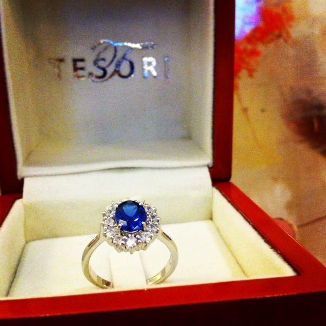 Blå safir med diamanter!