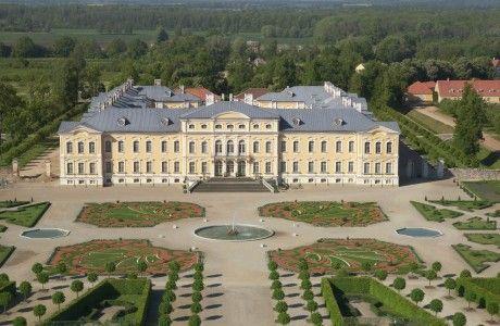 Paleis #Rundāle is het belangrijkste barokke paleis in Letland. Ligging 70 km ten zuiden van de hoofdstad #Riga.