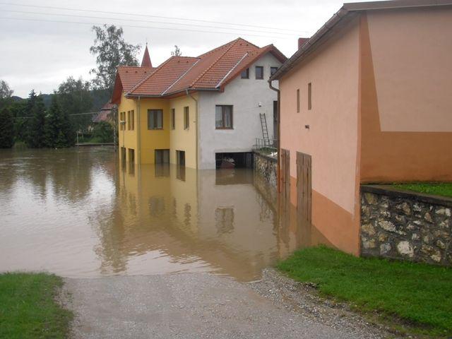 Kultúrny dom tiež pod vodou.