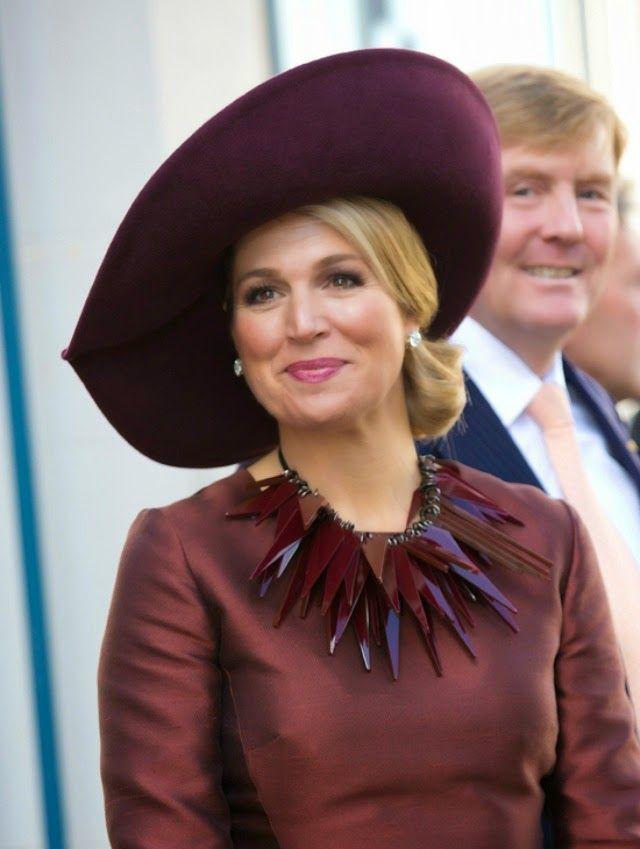 MyRoyals:  Queen Maxima (with King Willem-Alexander behind her), October 15, 2014