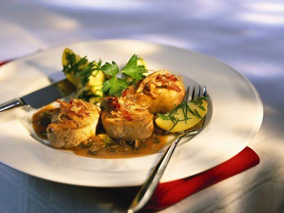 Schweinemedaillons mit Kapernsauce und Speck ist ein Rezept mit frischen Zutaten aus der Kategorie Schwein. Probieren Sie dieses und weitere Rezepte von EAT SMARTER!