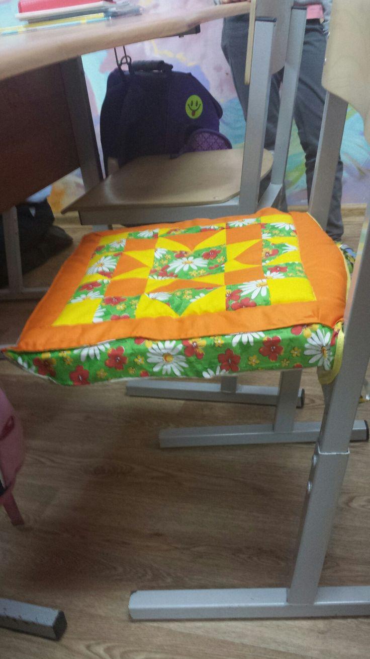 Чехлы на стулья, чтобы девочки колготки не рвали