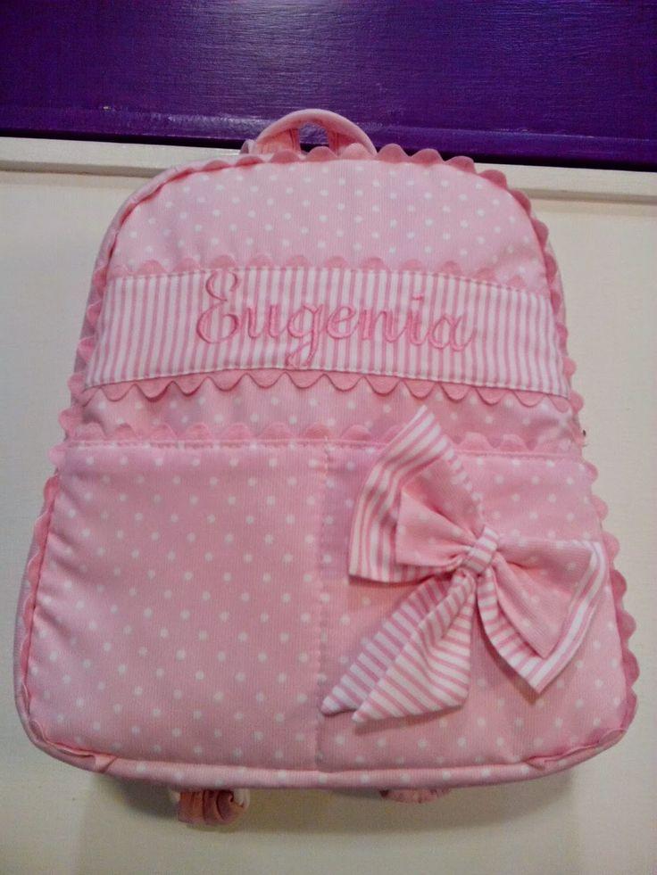 b e b e t e c a: A PASEAR QUE ES PRIMAVERA!!!.bebetecavigo. Mochila rosa con piquillos,lazo y personalizada.bebetecavigo.