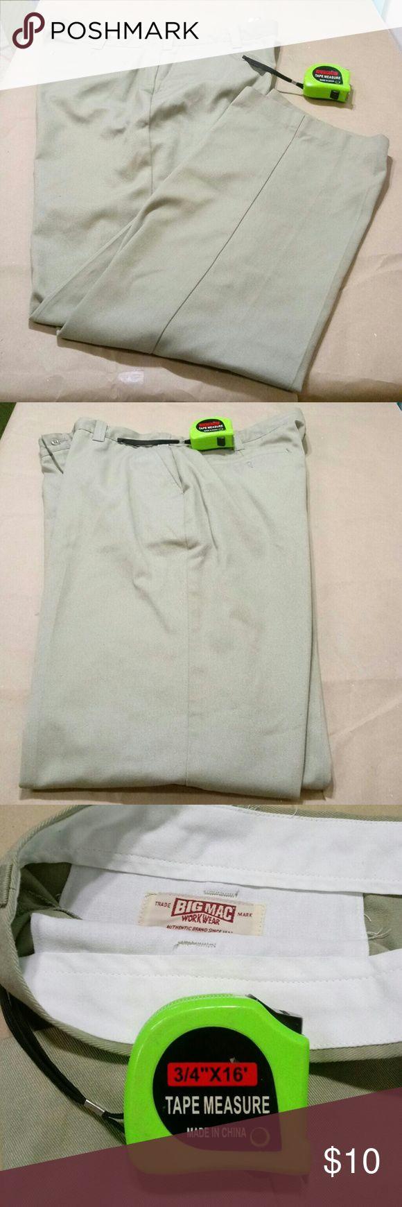 Mens Big Mac Work Wear Beige Pants 40x32 Mens Big Mac Work Wear Beige Pants 40x32 Authentic Brand-Durable-Pleat Front-Casual 40Wx32L -Excellent Condition-Cotton&Polyester Blend Big Mac Pants Chinos & Khakis