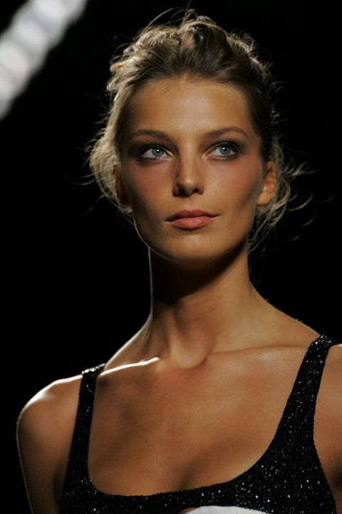 Daria Werbowy with natural look