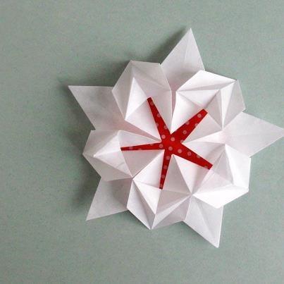 Origami Sakura Star Designed by David Martinez - beautiful!